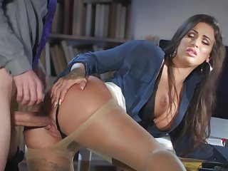 Milf gets laid forwards office with the new guy