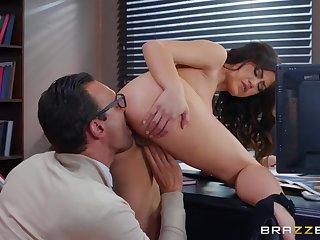 Big bushwa boss fucks his beautiful secretary in an obstacle cunt
