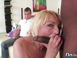 Horny mature swingers enjoy sucking hard cocks prepay cuckold husbands