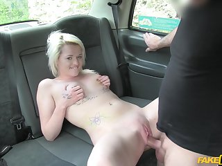 Cute blonde puts a hungry dong up will not hear of fragile pussy