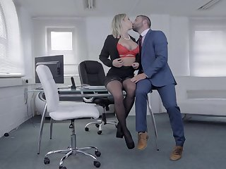 Stub some rounds of merciless porn, a difficulty voluptuous secretary is on every side for a facial