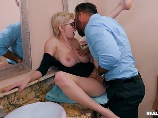 Hot babe lands massive inches be advantageous to cock into her thirsty cunt