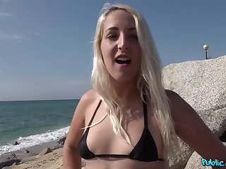 Outdoor sex connected with a local hunk during her holiday