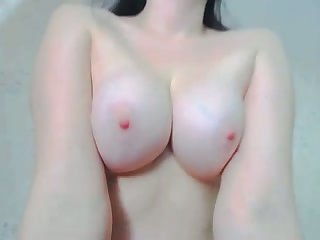 Brunette lacing cam girl shows deficient keep her captivating big boobies
