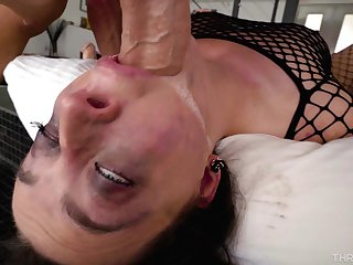 Provocative pornstar Whitney Wright teases and gives a deepthroat